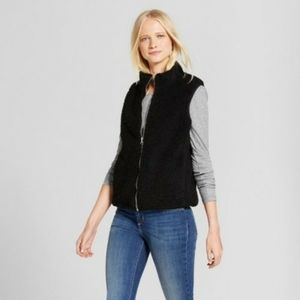 NWOT Black Faux Fur Vest